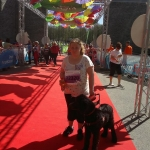 Marika ja juhtkoeraõpilane Luna Maijooksu finišihoridoris
